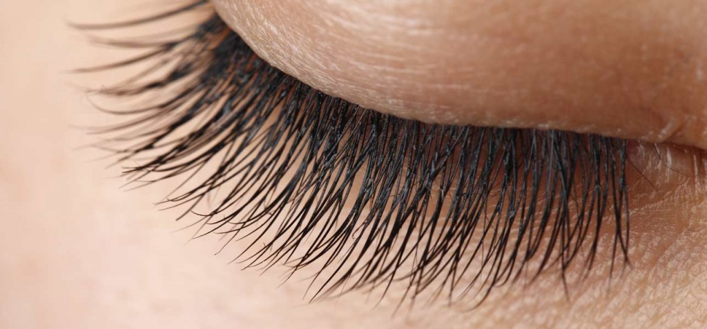 8-Natural-Remedies-To-Get-Beautifully-Long-Eyelashes