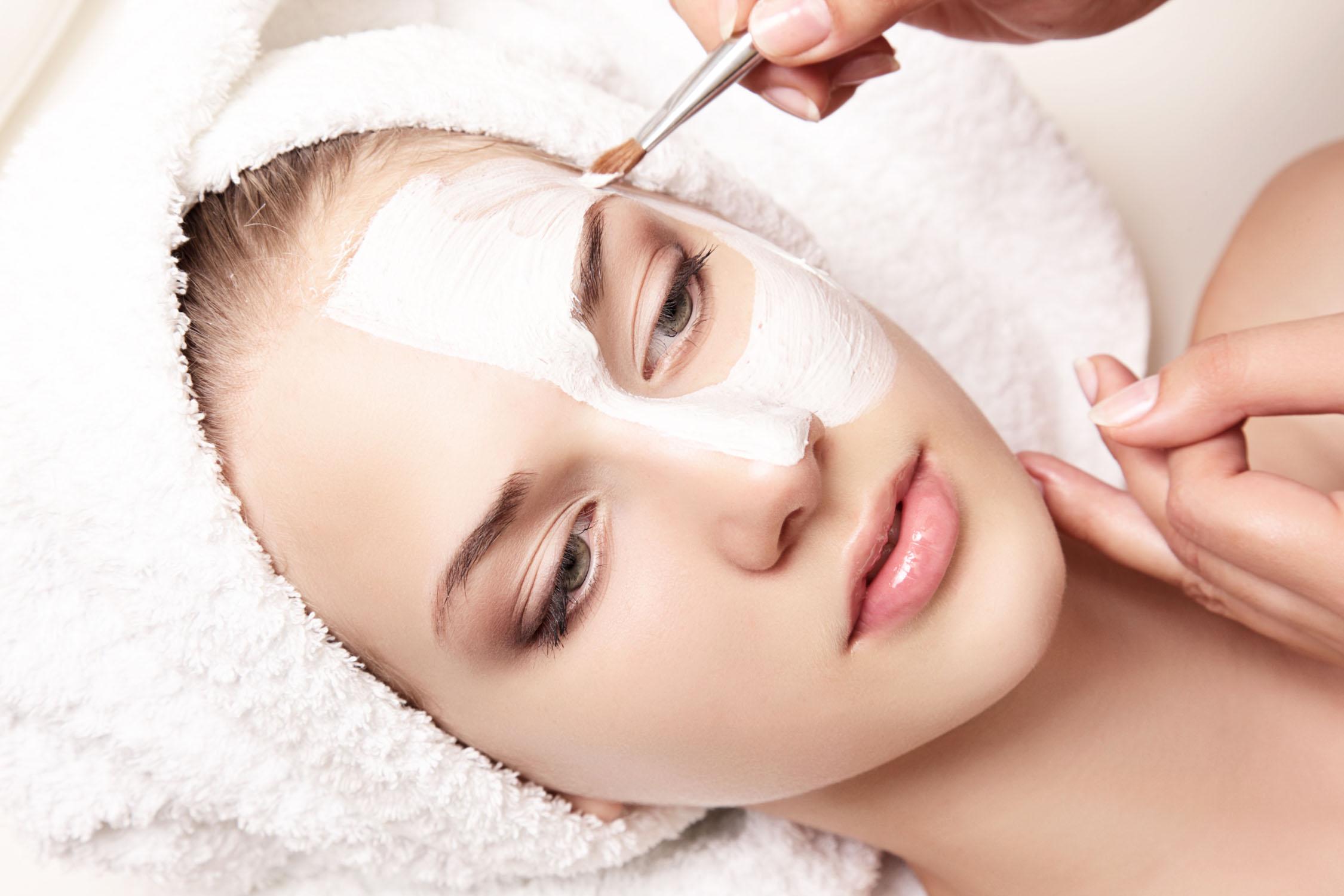 Chemisches Peeling mit Mandeln – ist es wirklich so wirksam?