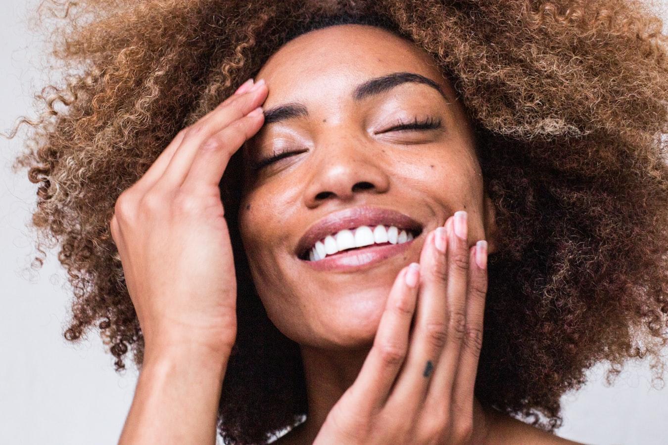 Vitamin C. Wie wirkt es in der Kosmetik? Welches Gesichtsserum mit Vitamin C ist das Beste?